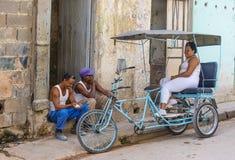 Een Cubaanse riksjabestuurder Royalty-vrije Stock Foto's