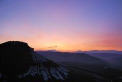 Een dageraad bij de bergen kyz-Kermen Stock Afbeeldingen