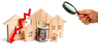 Een daling in bezitsprijzen bevolkingsdaling dalende rente op de hypotheek vermindering veel gevraagd voor de aankoop van stock fotografie