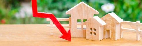 Een daling in bezitsprijzen bevolkingsdaling dalende rente op de hypotheek vermindering veel gevraagd voor de aankoop van royalty-vrije stock afbeeldingen