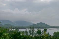 Een dam plukt het water voor de Thaise landbouw, stock afbeeldingen