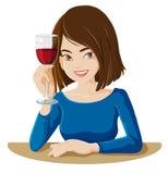 Een dame die een glas rode wijn houden Stock Afbeeldingen