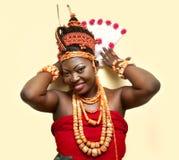 Een dame in hher traditiionaal uitrusting Royalty-vrije Stock Afbeeldingen