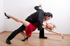 Een dansend paar royalty-vrije stock afbeelding