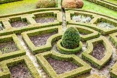 Een de 18de eeuw formele tuin in kasteel Pieskowa Skala in Polen. Royalty-vrije Stock Foto
