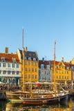 Een de 17de eeuwwaterkant Nyhavn in Kopenhagen Stock Foto's