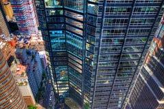 Een de straatscène van Manhattan van hierboven Stock Afbeeldingen