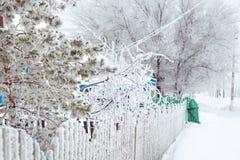 Een de winterweg in het gebied van Orenburg Royalty-vrije Stock Afbeeldingen