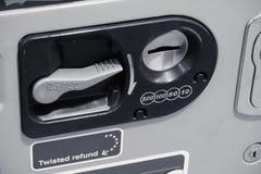 Een deel van automaat voor tussenvoegselmuntstukken in zwart-wit Stock Fotografie