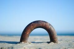 Een deel van concrete zeedijk met het overzees Royalty-vrije Stock Afbeelding