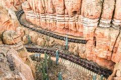 Een deel van de achtbaanweg Stock Foto's