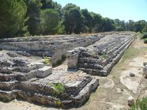 Een deel van de Aronskelken van Ierone II in het oude district van Neapolis aan Syracuse binnen het archeologische Park Sicilië I royalty-vrije stock foto