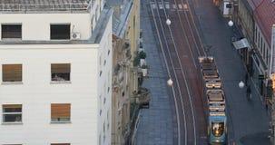 Een deel van de daken van Zagreb in zonsopgang stock videobeelden