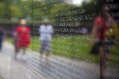 Een deel van de Herdenkingsmuur van Vietnam met de namen van militairen doodde of missend in actie Stock Foto's