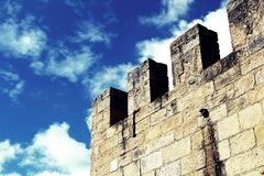 Een deel van de middeleeuwse kasteeltoren Royalty-vrije Stock Foto
