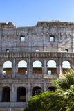 Een deel van de muur van Coliseum in Rome stock afbeelding