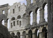 Een deel van de muur onder hoek Pula Arena - de ADVERTENTIE van de Amfitheater 1st eeuw in Pula Stock Afbeelding