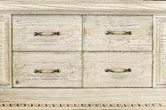 Een deel van een oude wwhite houten kast Stock Afbeeldingen