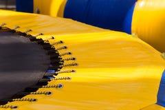 Een deel van gele trampoline Stock Fotografie