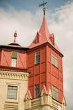 Een deel van het gebouw van hout en steen in de stijl van de 19de eeuwgebouwen dat wordt gemaakt Royalty-vrije Stock Afbeeldingen
