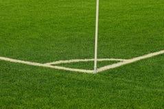 Een deel van het sporten groene stadion met strepen van witte hoek van het gebied Stock Foto's