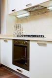 Een deel van keukenbinnenland met gas-fornuis Stock Foto's
