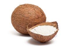 Een deel van kokosnoot met poeder binnen shell. Royalty-vrije Stock Afbeelding