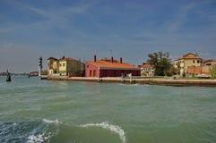 Een deel van Murano eilandmening van één boot in de lagune, Venetië, Italië. Stock Foto's