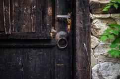 Een deel van oude bruine houten deur Royalty-vrije Stock Foto's