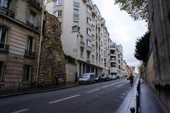 Een deel van oude muur op de straat in Parijs Stock Foto