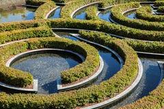 Een deel van prachtig tuinlabyrint tijdens een zonnige dag Stock Foto