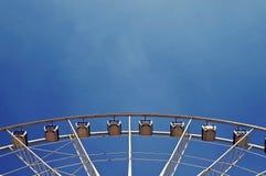 Een deel van Reuzenrad tegen blauwe hemel Stock Foto's