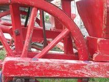 Een deel van rood houten wiel royalty-vrije stock foto