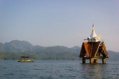 Een deel van ruïne van Thaise kerk waar de onderwatertempel van sangkhlaburi, kanchanaburi is Stock Afbeeldingen