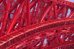 Een deel van sterke rode brugframe close-up Stock Afbeeldingen