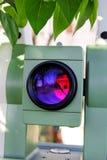 Een deel van totaal objectief de laserlicht van postinstrumenten is emitt Stock Foto's