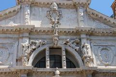Een deel van voorgevel van de kerk Basilica Di San Moise van Heilige Mozes Stock Foto