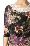 Een deel van vrouwelijke odezhy, de schouders en de kokers Stock Afbeeldingen