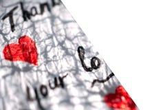 Een deel van een witte nota met harten en woorden van dankbaarheid ligt op een witte achtergrond royalty-vrije illustratie