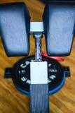 Een deel van zit abs omhoog machine gekleed in leer royalty-vrije stock afbeelding