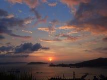 Een definitief ogenblik van een gouden uur van zonsondergang van Botak-Heuvelpiek stock fotografie