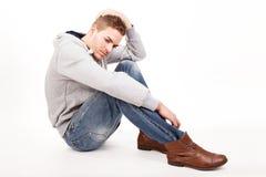 Een depressieve jonge mens Royalty-vrije Stock Foto's