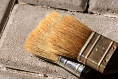 Een detail voor nieuwe twee borstels voor het schilderen van muur, houten raad en anderen stock fotografie