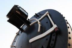 Een detailclose-up van een stoomlocomotief die stoom vrijgeven Uitstekende Trein royalty-vrije stock fotografie