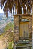 Een deur aan nergens Stock Afbeeldingen