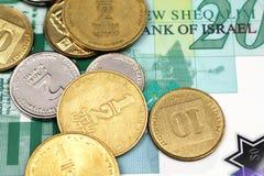 Een dicht omhooggaand beeld van pasmunt en geld van Israël in macro royalty-vrije stock afbeeldingen