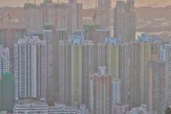 een Dichte hoge stijgingsflats in Kowloon, Hongkong Stock Foto's
