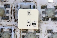 Een dichte mening van sommige sleutels op een vuil, vergeeld toetsenbord Royalty-vrije Stock Afbeeldingen