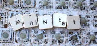 Een dichte mening van sommige sleutels op een vuil, vergeeld toetsenbord Stock Foto's