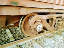 Een dichte omhooggaande mening van het wiel van een trein royalty-vrije stock afbeeldingen